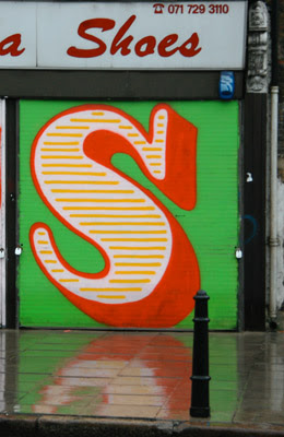 letter S on graffiti