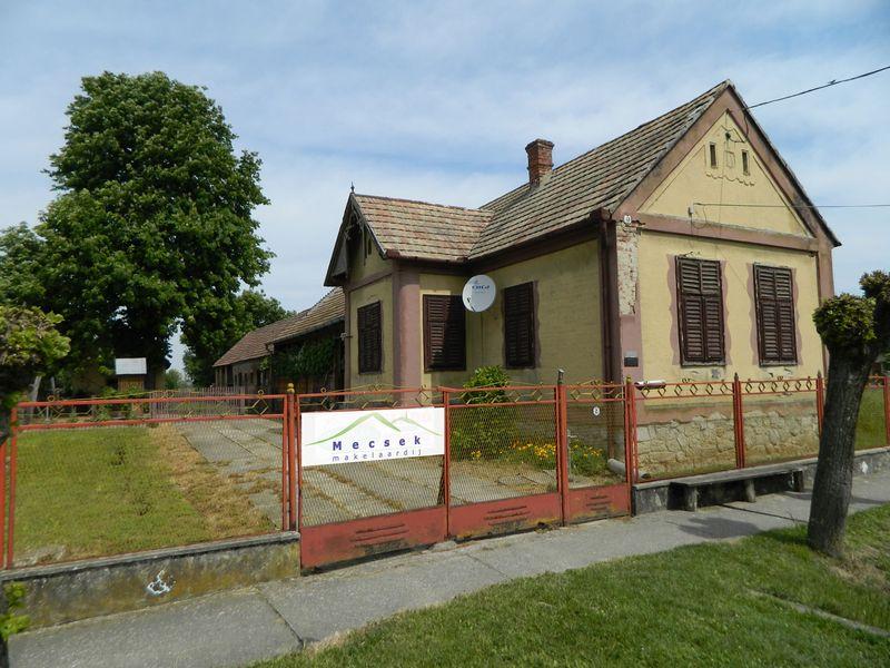 Makelaar in hongarije mecsek makelaardij kft boerderij for Boerderijwoning te koop