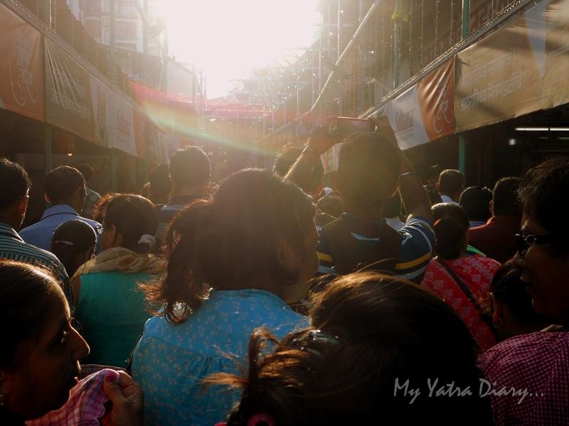 Crowds at Lalbaugcha raja, Ganesh Pandal Hopping, Mumbai