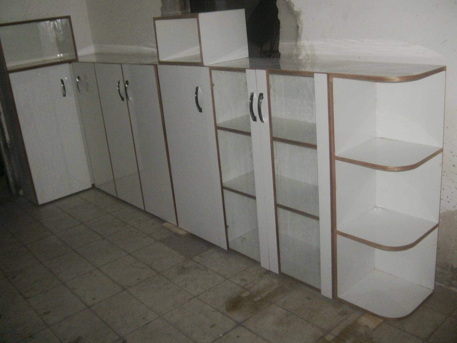 Adesivo De Rosto ~ Fernando Móveis Ltda Armário em madeira revestido com formica branca com portas de vidro