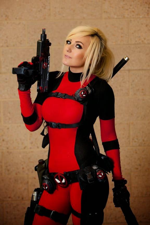 Jessica Nigri cosplays de Dead Pool