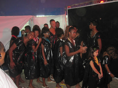 Rio+20 no Chapéu Mangueira e Babilônia: Desfile RECICLA AMOR!!