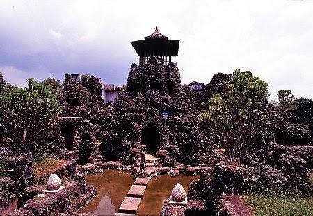 Taman sari gua sunyaragi : tempat wisata budaya di cirebon yang banyak dikunjungi