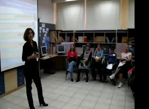 מנהלת בית הספר סמדר נחמיאס מברכת את המשתתפים בתוכנית