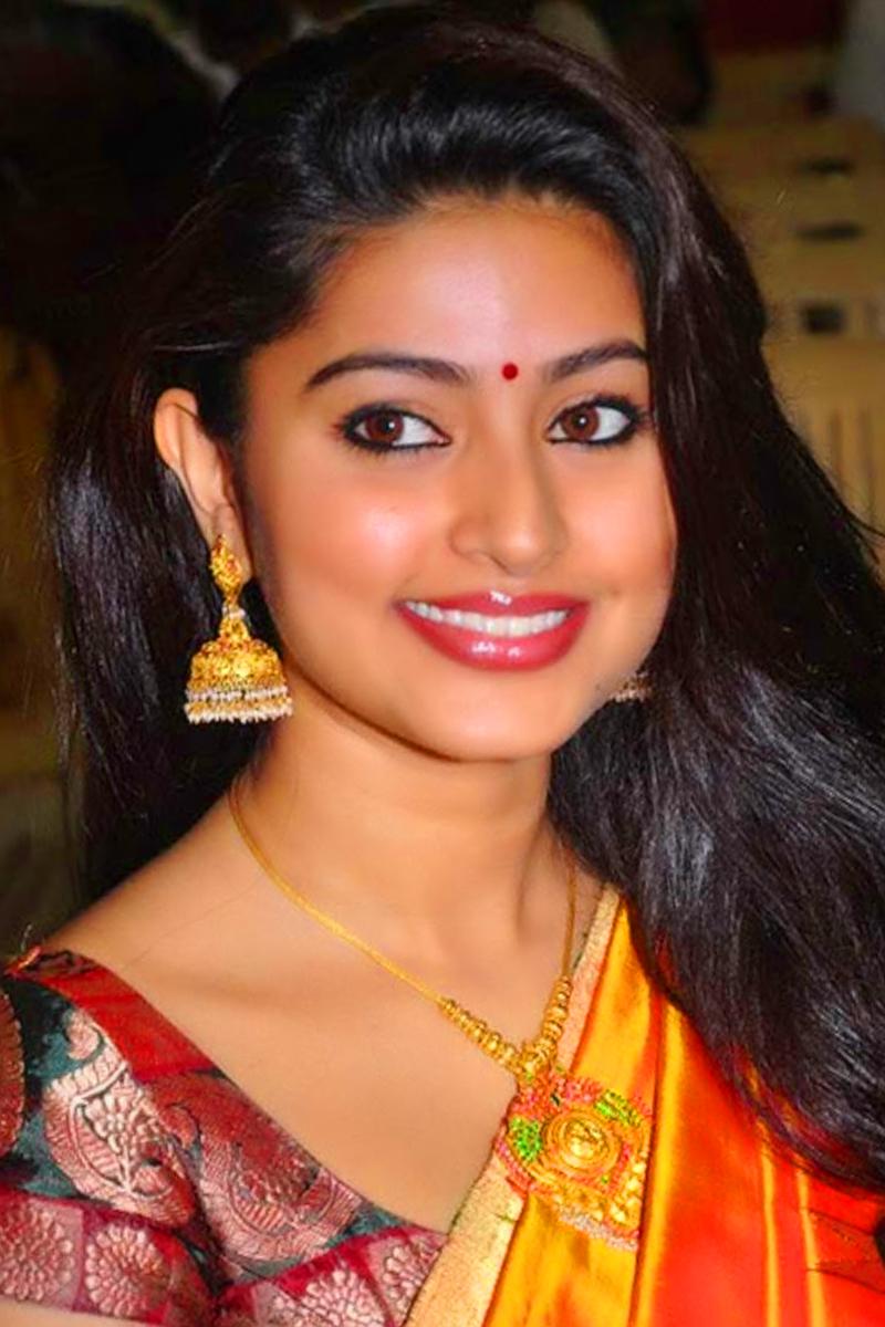 INDIAN ACTRESS SNEHA'S LARGE SIZE CLOSEUP PHOTO