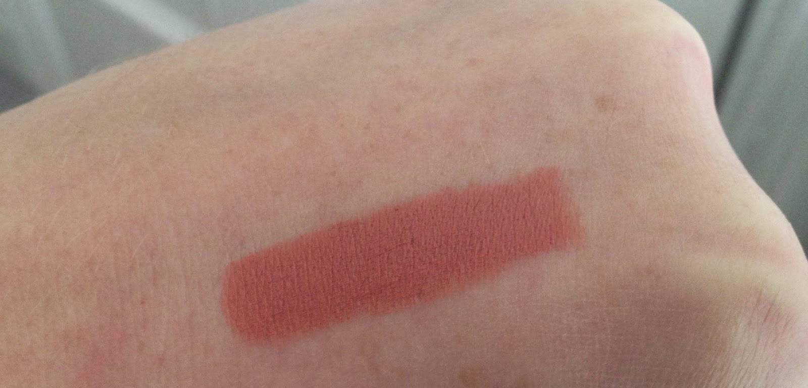 MAC Kinda Sexy Lipstick swatch