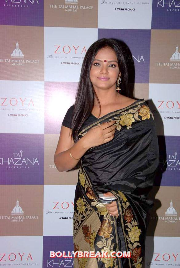 , Hot Babes Launch Zoya Banaras Collection By Taj Khazana