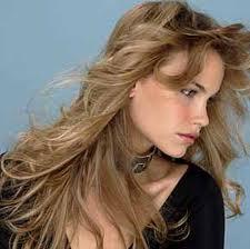 Por qué caen los cabellos en la nuca a las mujeres
