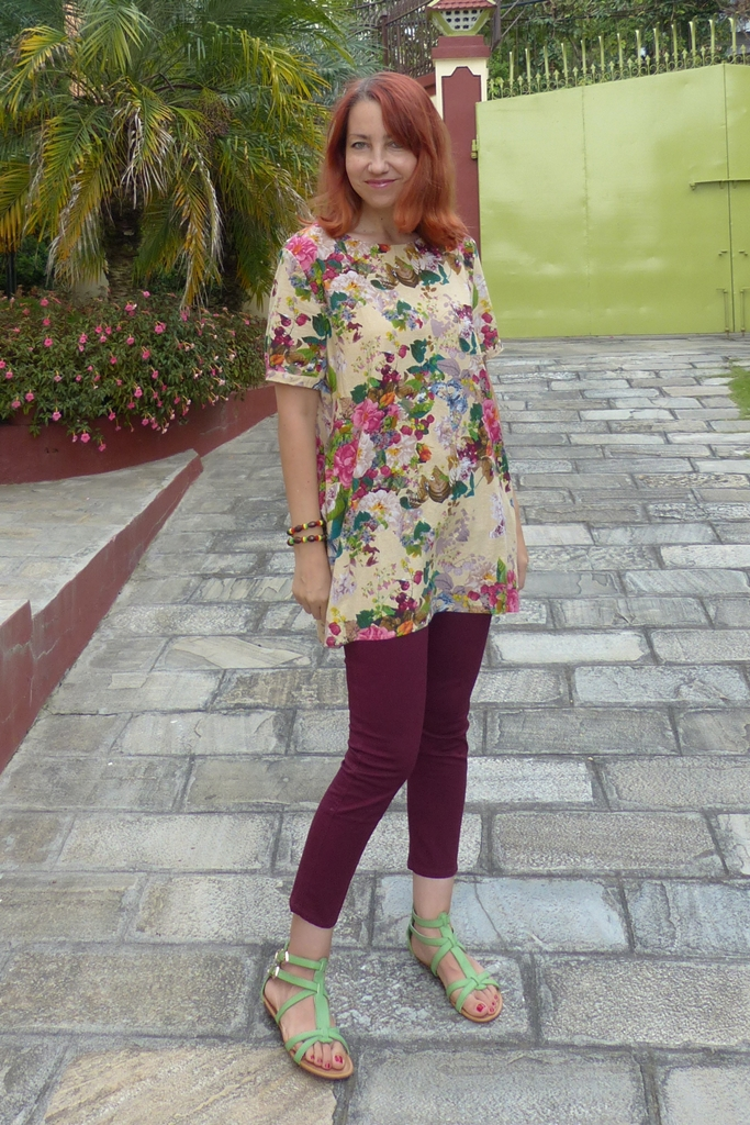 Casual wear summery top with cropped berry coloured skinnies