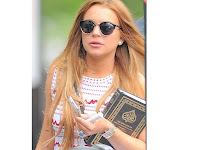 Lindsay Lohan Terlihat Menenteng Quran di Brooklyn