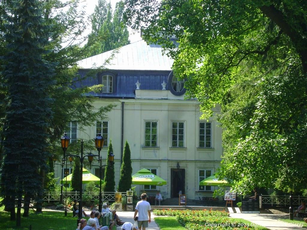Pałac Małachowskich, al. Małachowskiego wybudowany został w l. 1771-75. Jego architektem był Ferdynand Nax. Fot Dariusz Marek Gierej