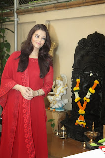 Actress Aishwarya Rai Bachchan Pictures in Red Salwar Kameez on her 40th Birthday Celetion 0003