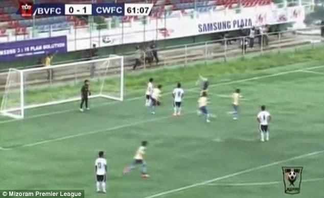 VIDEO Pemain bola sepak maut selepas meraikan gol