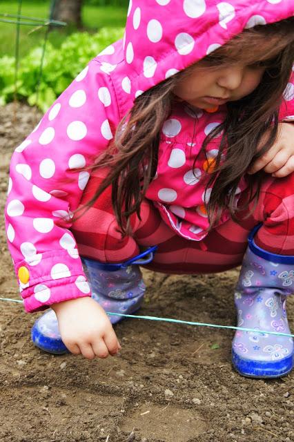 Affordable DIY Montessori-Inspired Summer Activities  {ConfessionsofaMontessoriMom.com}