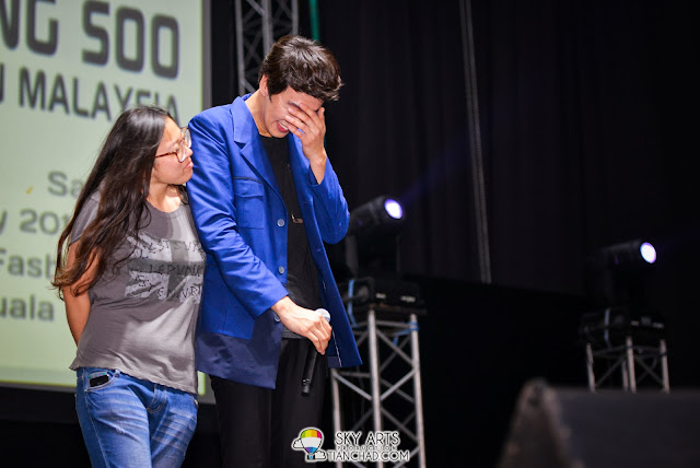 Kwang Soo was really shy when his fans did her Aegyo movement back to Kwang soo. He look so shy!! Lee Kwang Soo Fan Meeting in Malaysia