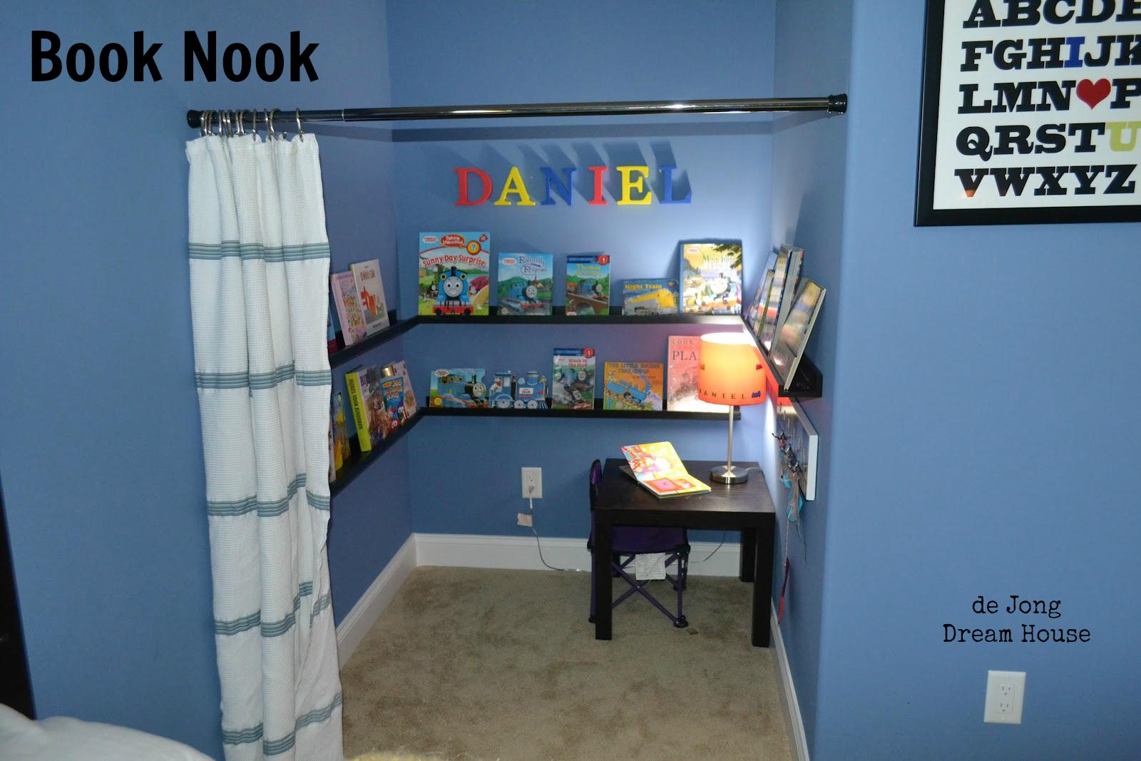 de Jong Dream House: D\'s book nook