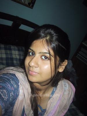 Desi Bangladeshi Girls In Bra and Sexy Dress5