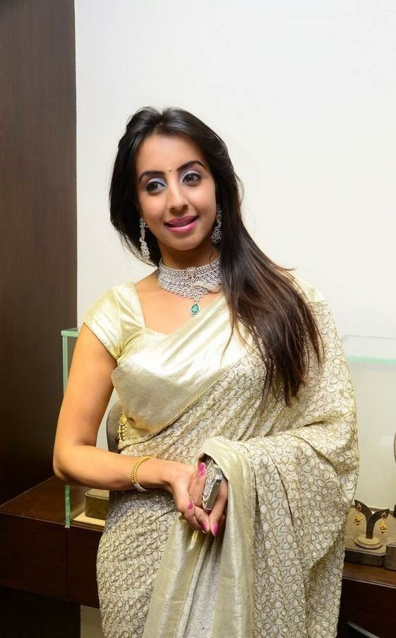 Sanjjanaa At Hiya Jewellers Curtain Raiser Event