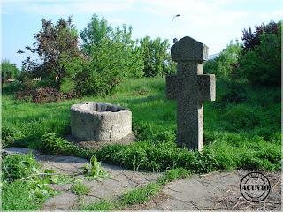 Crucea votivă şi Fântâna Nord