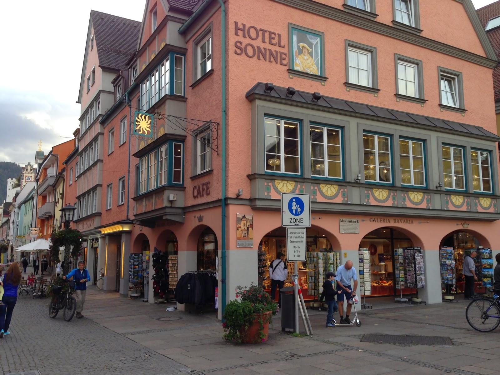 Saímos de Rothenburg e pegamos a autobahn direto para a cidade mais  #8D553E 1600 1200
