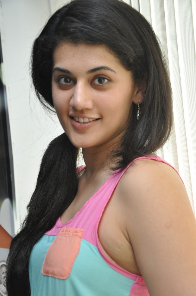 Tapsee hot and sexy pics mytopgallery latest bollywood for Latest hottest pics