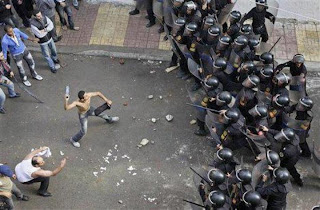 funny pictures demonstrator and cops preparing to attack