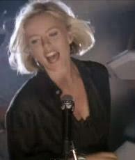 Patsy Kensit az Eighth Wonder énekesnője