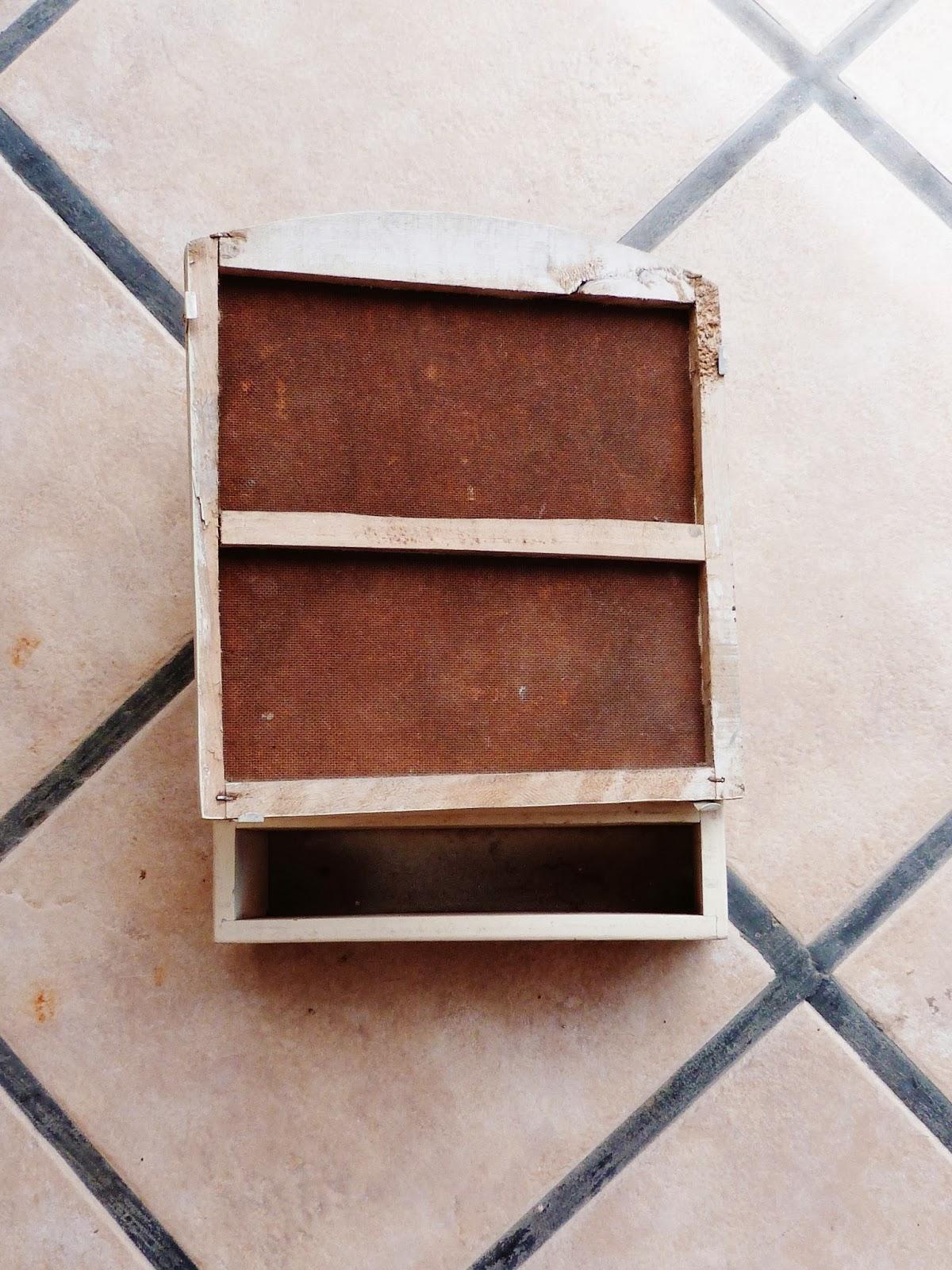 Espacio pipi perez 1 mueble radioactivo botiqu n reciclado for Mueble botiquin