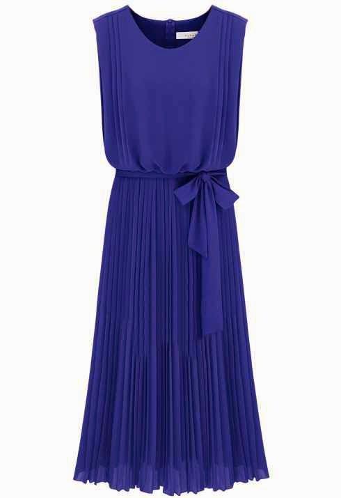 Cómo Combinar un Vestido Azul.