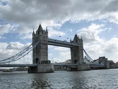 Puente de las Torres (Tower Bridge)