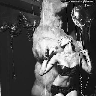 مايلي سايروس في صور لمجلة W سبتمبر 2015