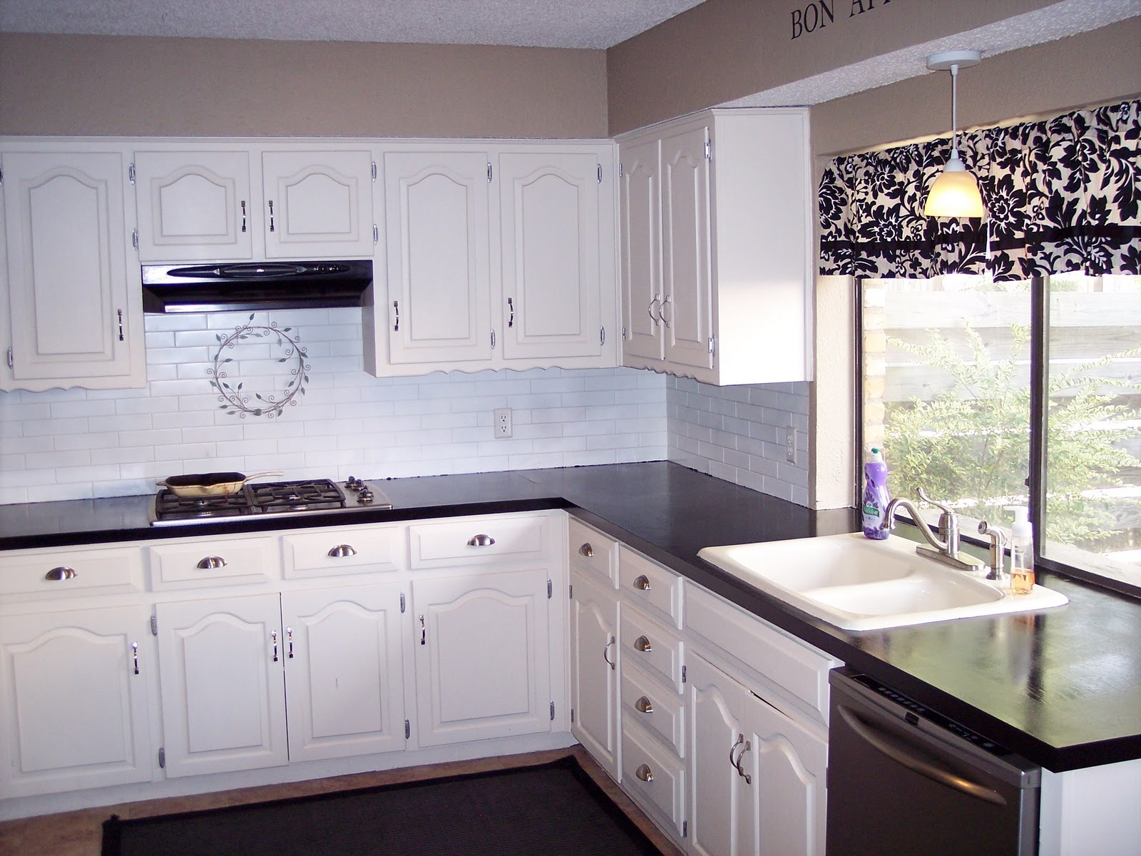 Countertop Paint Black : It had so much sheen you could see yourself in them. It brought me ...
