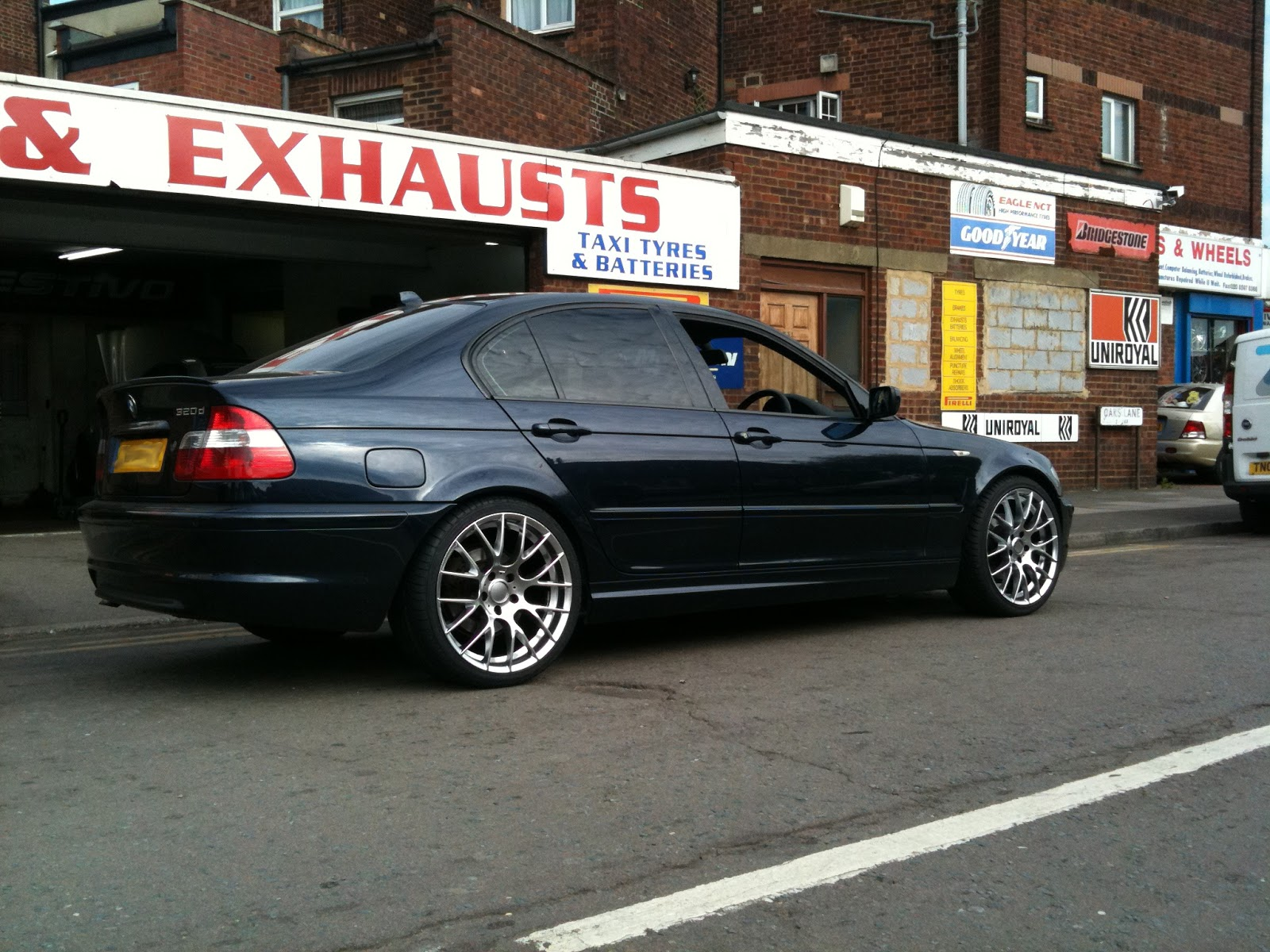 e46 bmw 320d with staggered 19 sport ad 39 s. Black Bedroom Furniture Sets. Home Design Ideas