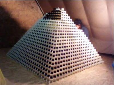 Dominós: La pirámide más grande del Mundo.