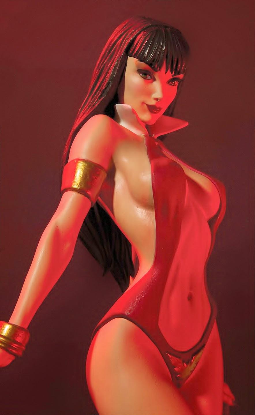 [Dynamite] Woman of Dynamite: Vampirella Statue Vamp_red%2Bfull