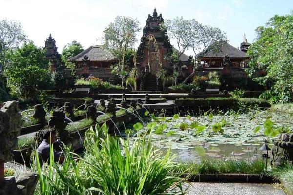Pura Taman Saraswati Ubud Bali