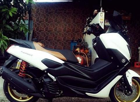 Foto Modifikasi Yamaha NMAX Keren Non ABS Warna Putih Hitam Terbaru