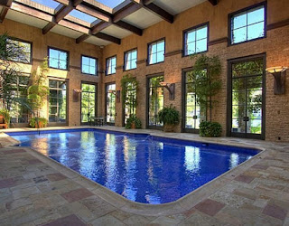 Swimming pool designs indoor swimming pools - Houses with swimming pools inside ...