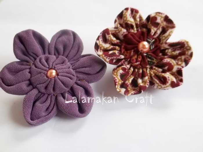 Bros bunga dari kain yang terlihat cantik!.