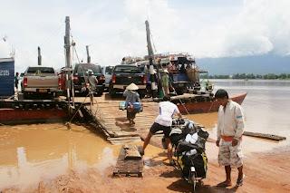 ferry río Mekong, laos, el mundo en tándem, round the world, mundoporlibre.com