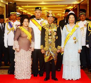 KANTOI! Foto @NajibRazak dan Rosmah Mansor Sah PALSU!!