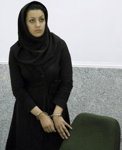 """""""Phá trinh"""" nữ tử tù trước khi hành hình ở IRAN 17"""