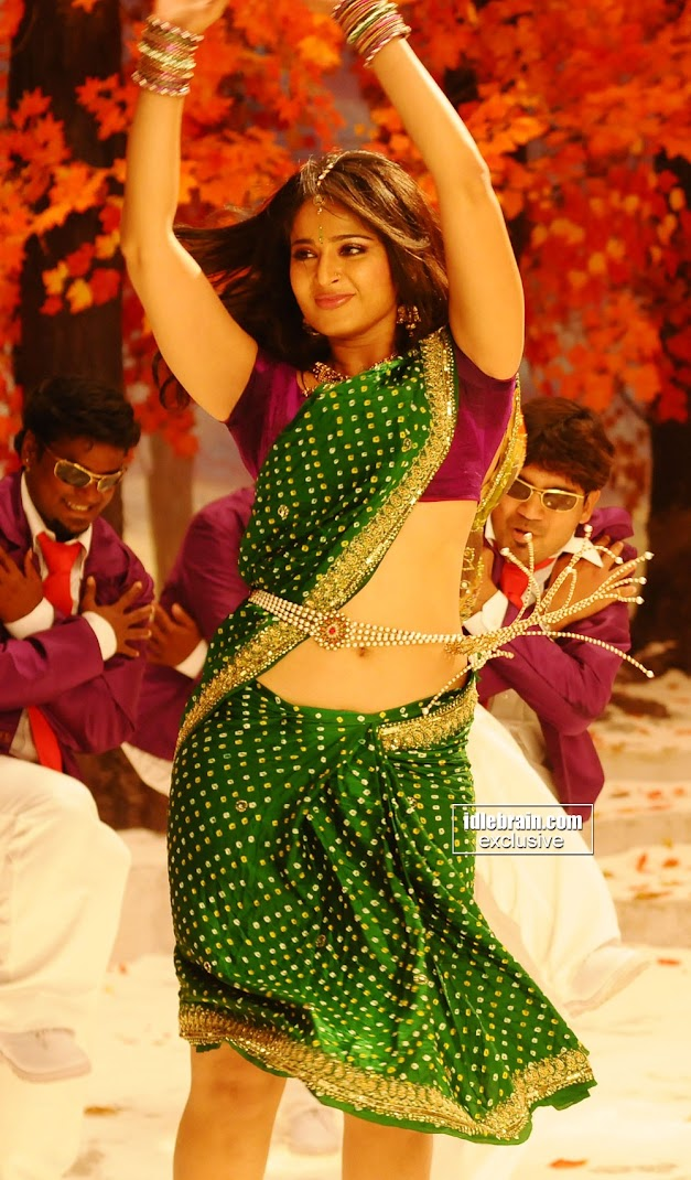 Anushka shetty in Green Saree -  HOt Wallpapers