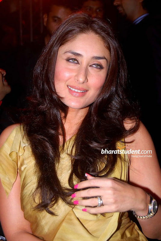 Kareena Kapoor Golden Gown Hot Pic1 - Kareena Kapoor Super Hot Pics in Golden Gown