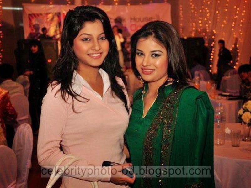 Most+Popular+Female+Bangladeshi+News+Presenter+Farhana+Nisho's+New+Hot+Photos+Collection002