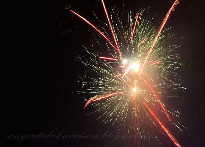 Eastwood City 2012 New Year Firework Show.Estwood City, events, Fireworks, Fun Escapes, New year, Travel: Eastwood City 2012 New Year Firework Show.Estwood City, events, Fireworks, Fun Escapes, New year, Travel
