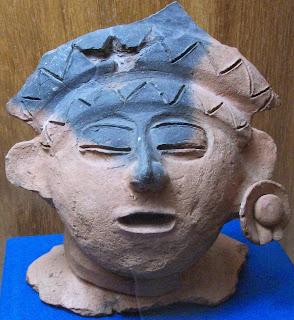 Głowa ze śladami błękitu. Muzeum Archeologiczne Comitan, Meksyk
