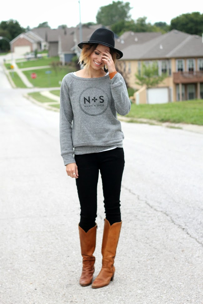 Graphic sweatshirt, black denim, fedora and boots