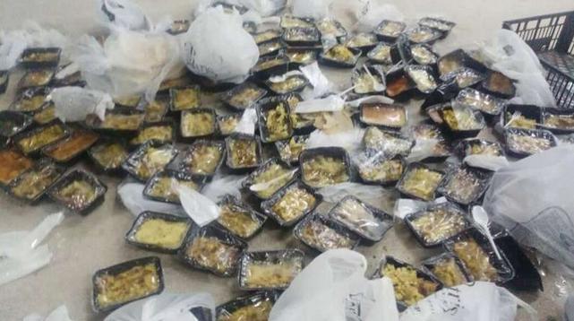 ΔΕΙΤΕ ΟΛΟΙ:Αυτά γίνονται στα hot spots την ώρα που οι Έλληνες πεινάνε !! video