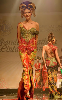 Foto Model Kebaya Tahun 2016 Anne Avantie Terpopuler